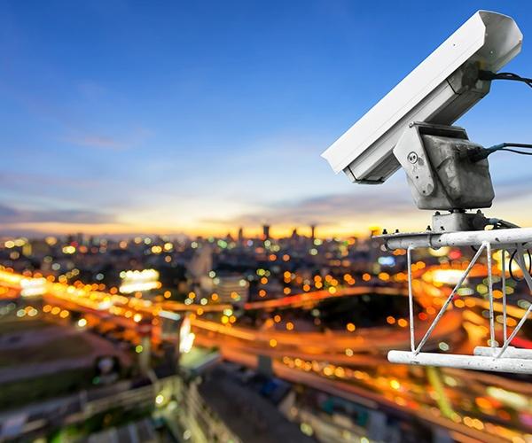 IoTとAIで加速する見守り社会 身の回りすべてが見張り番(前編)