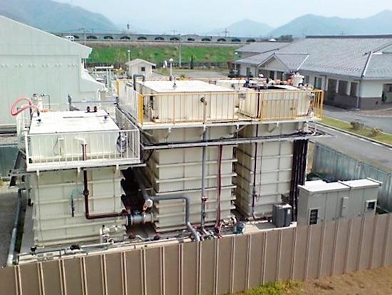 (写真1)兵庫県福崎浄化センター内に設置された省エネMBRの実証試験装置