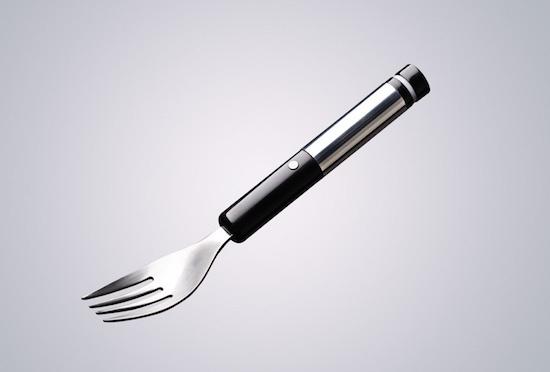 (写真6)食品にバーチャルな塩味を加える電気味覚フォーク(NO SALT RESTAURANのホームページより引用)
