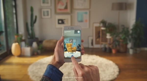 (写真1)IKEAの家具をARで配置する「PLACE」(IKEAのWebサイトより引用)