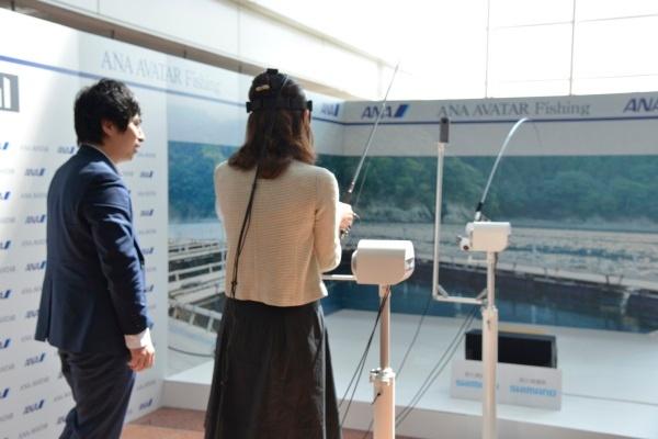 (写真4)遠隔操作技術を使った釣り体験の実験