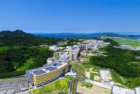 (写真1)広大な敷地面積を誇る九州大学伊都キャンパス(福岡市西区、提供:九州大学広報室)