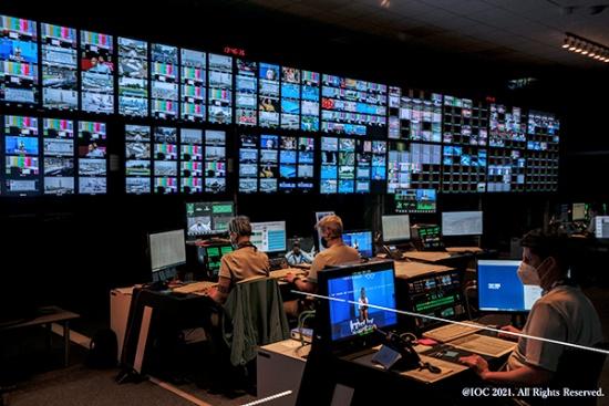 IBC(国際放送センター)のコントロールルームの様子(写真提供:パナソニック)