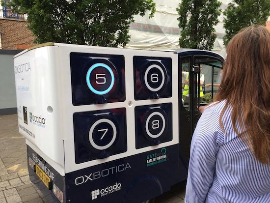 (写真1)Oxboticaのソフトウエアを搭載した自動運転車両「CargoPod」(Oxboticaのホームページから引用)