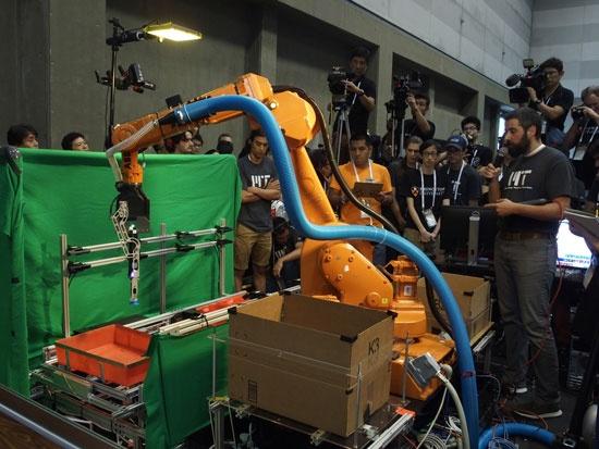 (写真1)棚入れタスクで1位となったMIT-Princetonチームのロボット