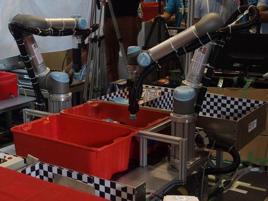 (写真2)棚出しタスクで1位となったNanyangチームのロボット