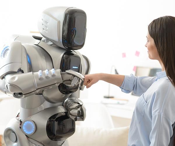 感情豊かなロボットは必要か 表現力アップの最前線