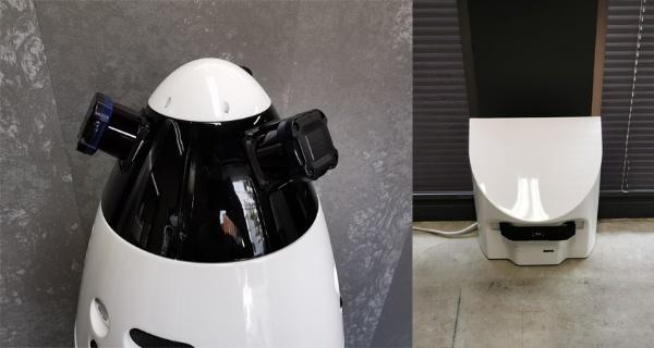 (写真2)SQ-2は頭部に付けられた3つのレーザセンサーを回転させ、3次元での360度センシングを実現している(左)。充電時にはロボット掃除機のように自ら充電器(右)に戻っていく。
