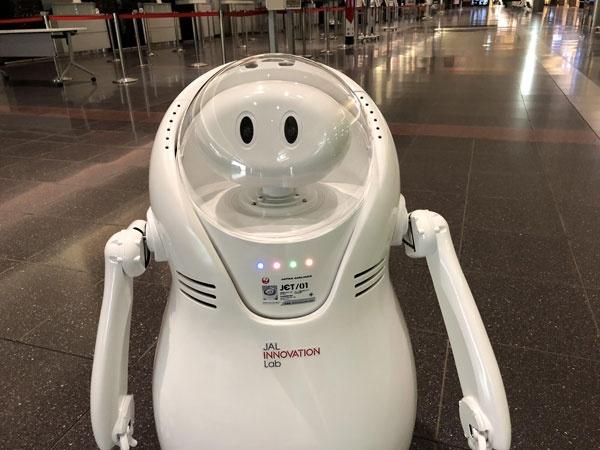 (写真3)JALが開発したアバターロボット「JET」(JALのプレスリリースより引用)