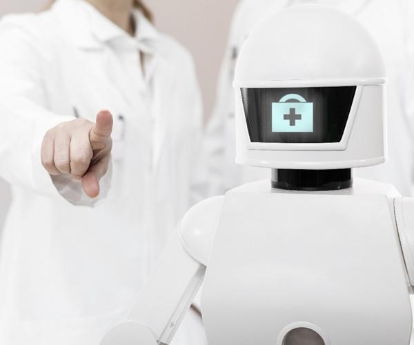 薬の運搬や病室の殺菌を肩代わり ウイルス感染症と戦うロボット
