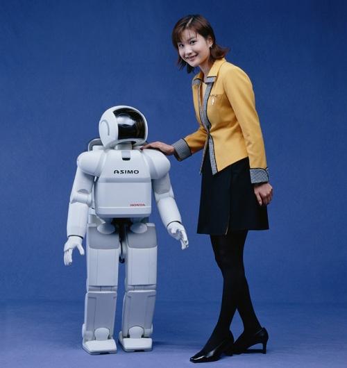 (写真2)ホンダが2000年に発表した人型二足歩行ロボット「ASIMO」(ホンダのプレスリリースより引用)
