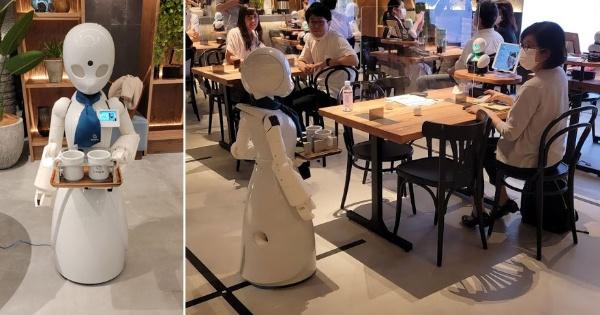 (写真4)オーダーされたドリンクを運ぶ分身ロボット「OriHime-D」(撮影:元田光一)