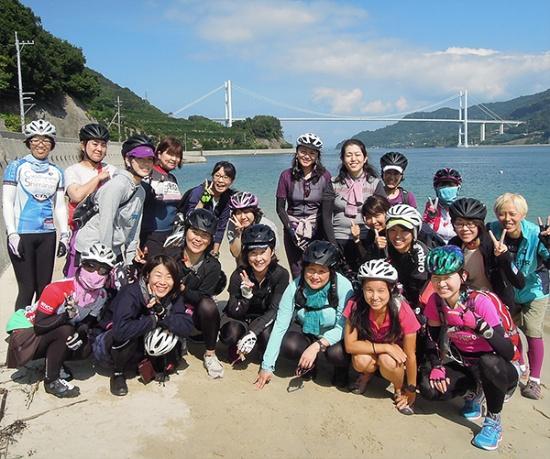 人気の「シクロ女子旅」。仲間との出会いもサイクリングの魅力の一つだ(写真提供:シクロツーリズムしまなみ)