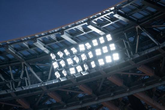 光の重なりを減らすことで、まぶしさを軽減している(写真:吉成大輔)