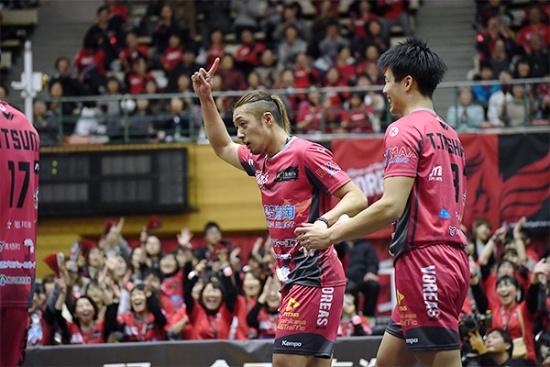 地元ファンの熱い声援を受け、V1リーグ昇格を目指す「ヴォレアス北海道」(写真提供: VOREAS)