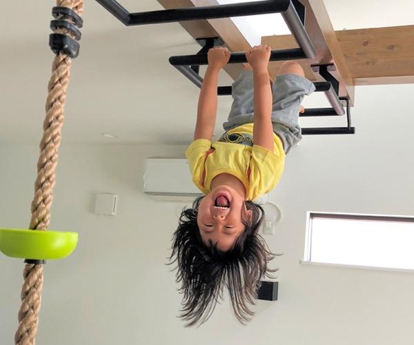 おうち時間で子どもの運動能力を鍛える 進む住まいの公園化