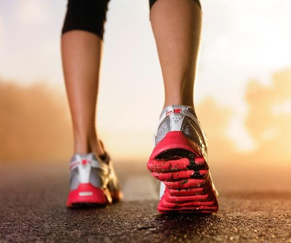 アシックス史上初のスマートシューズ 「競合は靴ではない」に込められた2つの秘話