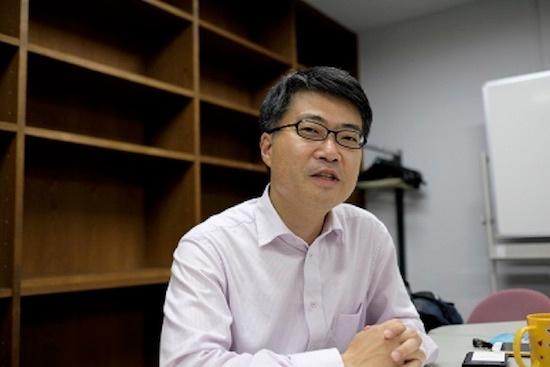 (写真1)東京大学大学院 工学系研究科の染谷隆夫教授