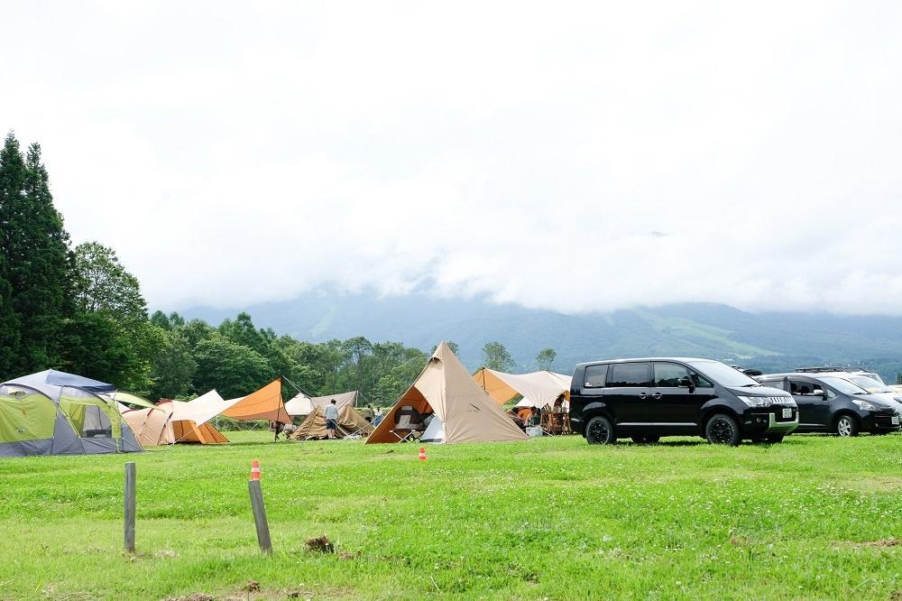 やすらぎの森オートキャンプ場。取材に訪れた7月の3連休初日は大盛況だった