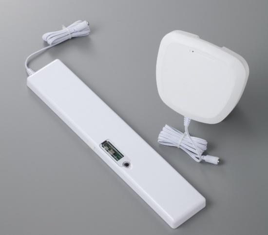 ワーコンが提供する非接触センサー。左がベッド下タイプ、右がルームタイプ(出所:ワーコン)