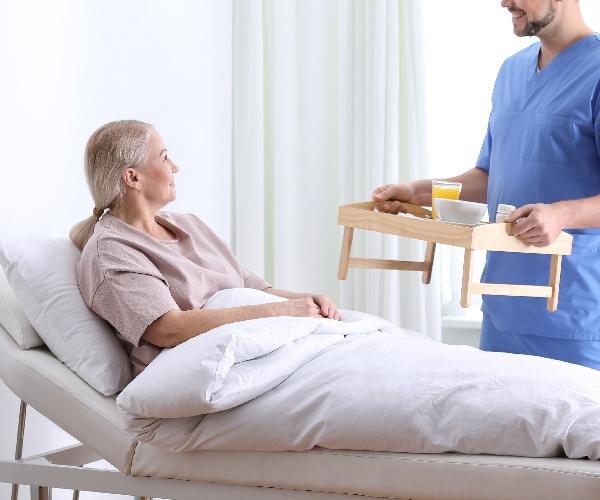 「におい」で検知する排泄センサーが変える介護の現場