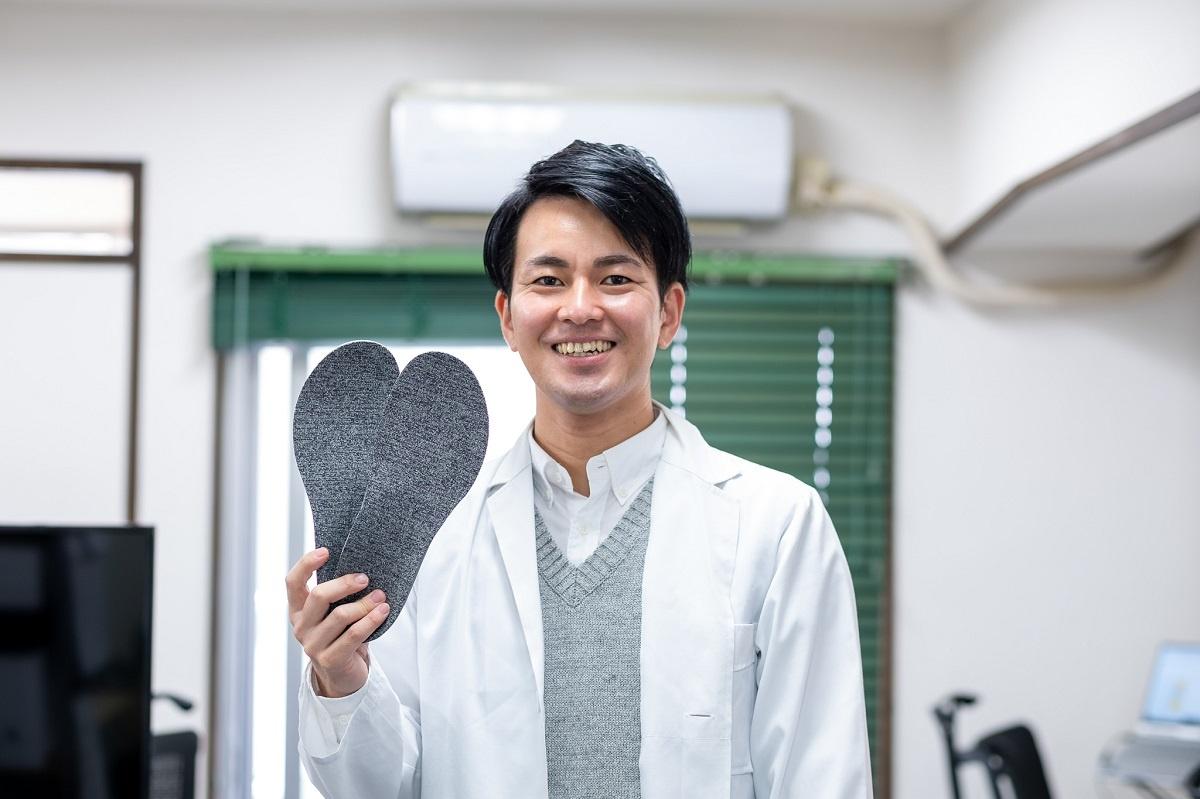 ジャパンヘルスケア代表取締役医師の岡部大地氏(写真:小口正貴)