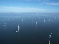 洋上風力発電は、地上設置に比べ稼働率が高くなる利点がある