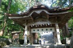 図1●中国地方を代表する名峰・大山と、中腹にある大山寺