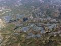 軽米町に稼働した国内最大「山間メガソーラー」、高速道挟んで130MW