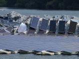 台風15号で水上メガソーラーが損壊し火災、強風で流されパネルが折り重なる