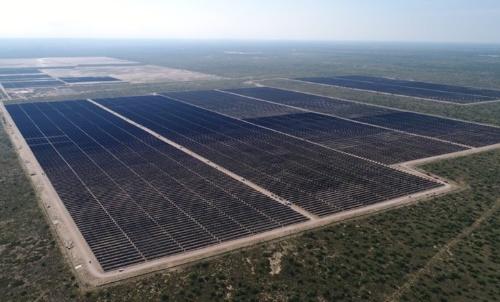 図1●テキサス州で稼働している連系出力250MWの大規模太陽光発電「ピービー・ソーラー」