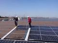 工業地帯の太陽光を悩ませる「鉄粉の固着」、独自手法でスッキリ除去