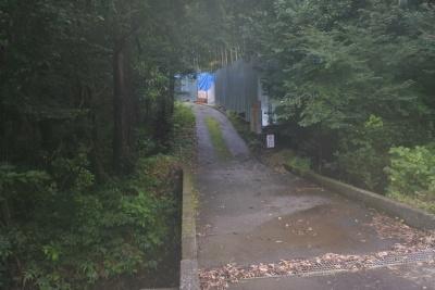 裁判の舞台となったメガソーラーの設置エリアに通じる道路の工事現場