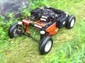 素早く刈れる「ラジコン草刈機」登場! 除草剤の散布で「1台2役」も