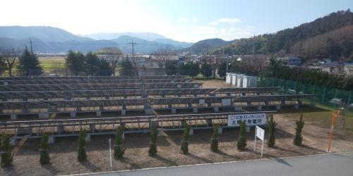 図2●敷地内に設置した太陽光発電所