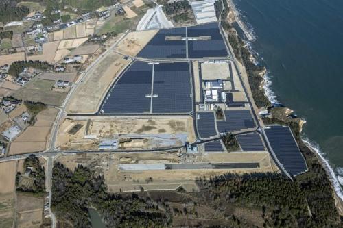 図3●海岸に近い「福島水素エネルギー研究フィールド(FH2R)」のメガソーラー