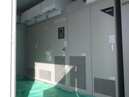 図8●パワーコンディショナー(PCS)は東芝三菱電機産業システム(TMEIC)が製造した