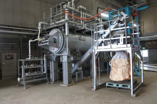 図11●メガソーラーの余剰電力を活用した汚泥乾燥装置