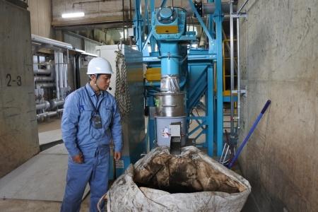 図12●乾燥汚泥によるペレット製造装置
