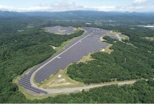 図1●サーキット場跡地を利用した「白老町竹浦ソーラー発電所」