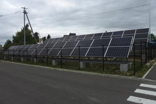 図2●「道の駅あびらD51ステーション」の敷地内に設置された出力約34kWの太陽光パネル