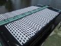 巻いて収納できる「太陽光発電シート」、小松市が流し船に採用