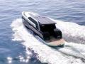 太陽光で航行するクルーザー、パネルと蓄電池を搭載