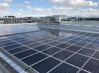 新潟市中央卸売市場 総合食品センター棟の屋上に設置した太陽光パネル