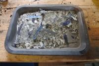 熱分解処理で残ったガラスと線材、シリコンセル