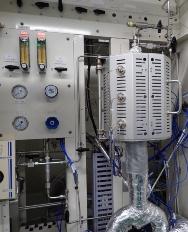 図5●触媒評価装置(左)と反応器評価装置(右)