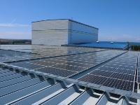 本社工場敷地内に設置した太陽光パネル