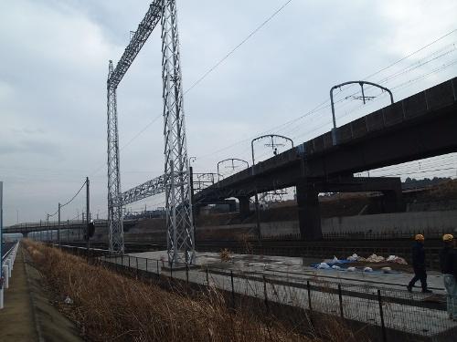 図3●施工の進む主変電設備のガントリー(門型)鉄塔