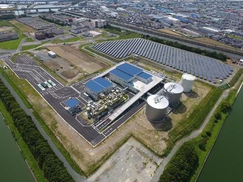 図1●中島処理場内に稼働したメガソーラーとバイオマス発電設備