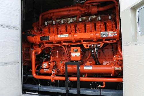図8●JFE製のV型16気筒ガスエンジン